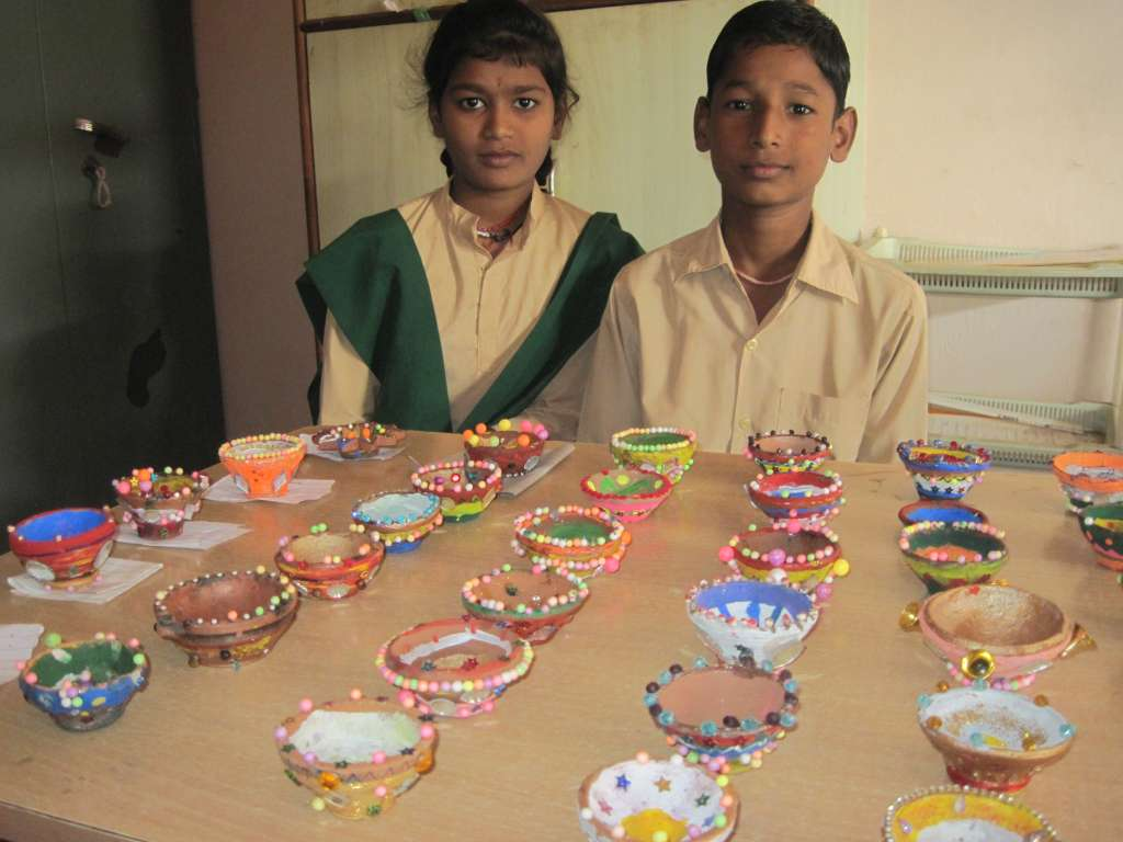 Manufacture of children's pottery Divali lamp bowls